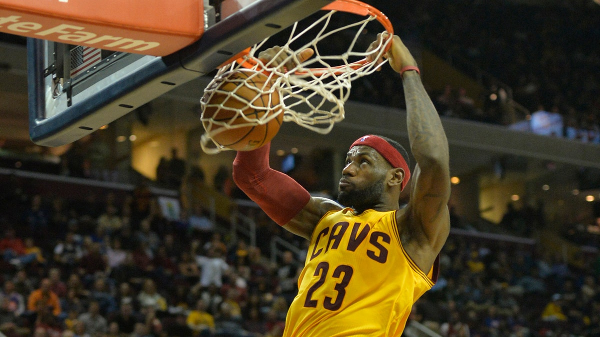WATCH: Kyrie Irving to LeBron James alley-oop slam | FOX ...