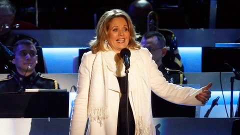 Will Renee Fleming wear gloves when she starts singing the US National Anthem?