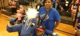 Mavs pump up fundraiser for 10-year-old with cancer