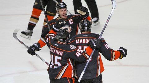 Ducks take down Flames in Game 1