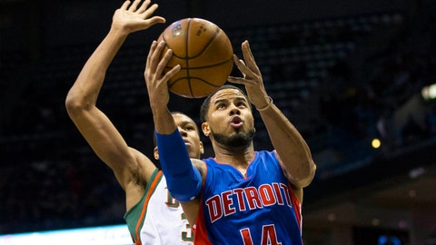 Pistons at Bucks: 11/25/14