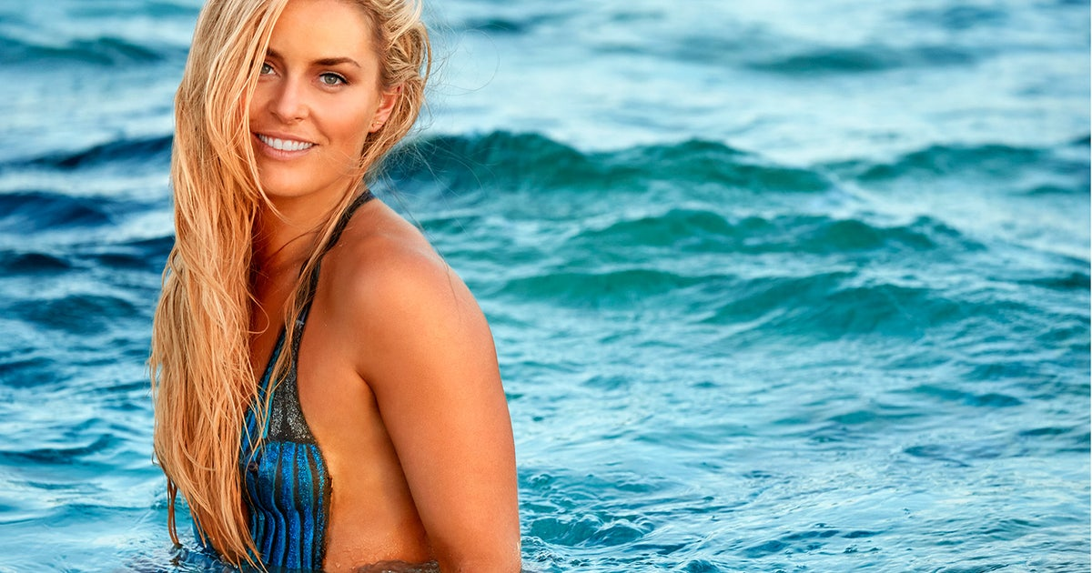 Lindsey Vonn Crushes Pull Ups In Body Paint On The Set Of