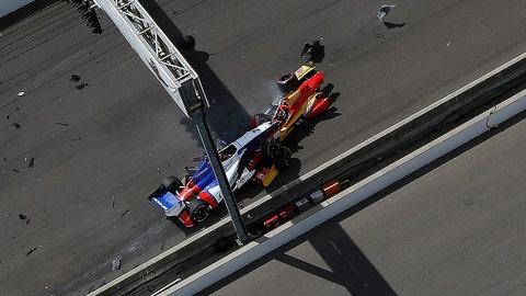 Saavedra stalls to trigger huge wreck at start of Indy GP