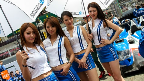 Photos: 24 Hours of Le Mans grid girls