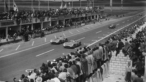 1954 German GP: Juan Manuel Fangio wins by 0.100 seconds