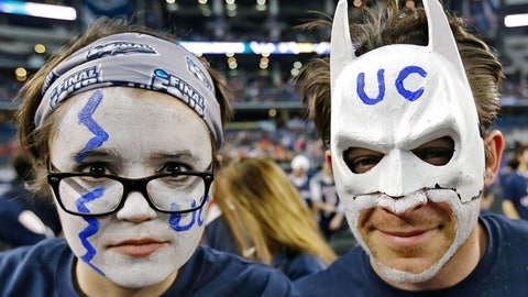 Who was that masked fan?