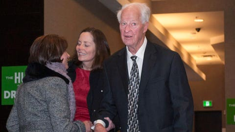 Gordie Howe 'amazing' while being honored by hockey greats