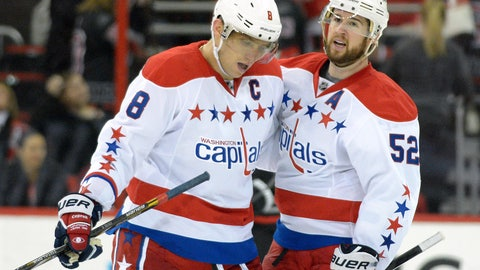 Exhausted Ovechkin scores into empty net for No. 400
