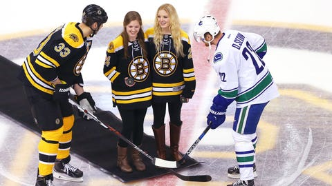 Sisterly bond: Laings honor Denna with ceremonial puck drop