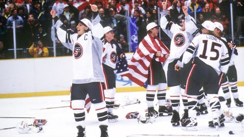1998: US women take hockey gold