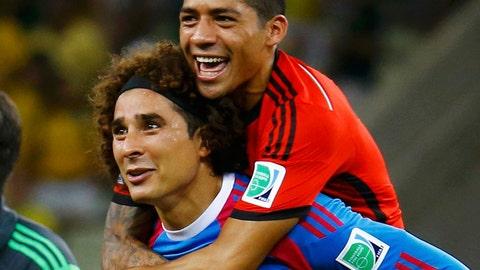 Memo Ochoa, Mexico hold Brazil