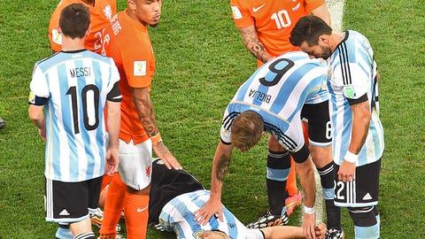 Javier Mascherano's embarrassing injury vs. Netherlands (July 9)