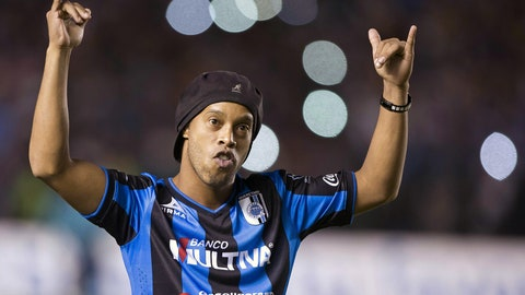 Queretaro's Ronaldinho hopes to make-up for disastrous debut vs. Chivas (live, Sunday, 6 p.m. ET)