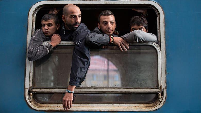 Bayern Munich, Dortmund rush to support migrants entering Germany