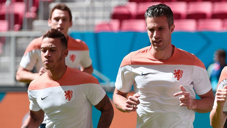 Dutch coach Blind cools talk of Memphis-RvP training row