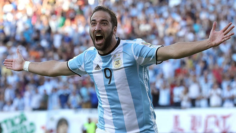Higuain wants to commit to Napoli, claims De Laurentiis