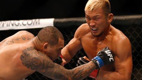 Kunimoto punches Luiz Dutra