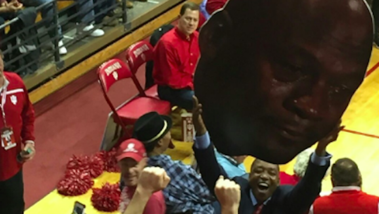 Isiah Thomas joyfully hoists Crying Jordan sign after Indiana beats UNC