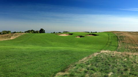Eighth hole: Par 4, 492 yards