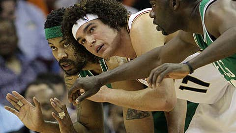 Get some bodies on that Varejao guy