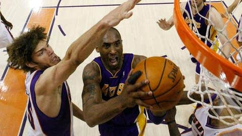 Can anyone but Kobe bust a zone?