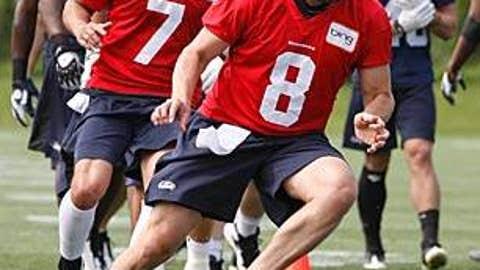 Seattle Seahawks (Matt Hasselbeck - right, J.P. Losman - left)