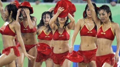 Hat's off, ladies!