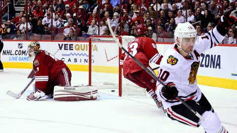 Game 2: Blackhawks 6, Coyotes 4