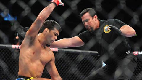 Lyoto Machida knocks out Ryan Bader