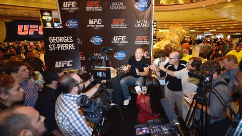 Huge Vegas crowd for GSP and Hendricks