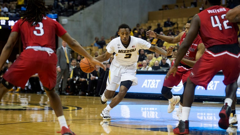 Mizzou squeezes by Western Kentucky for 59-56 win