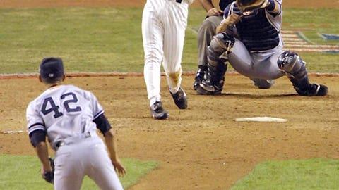 2001: Diamondbacks dethrone the Yankees