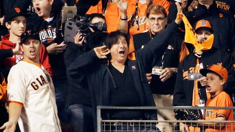Steve Perry serenades Giants fans