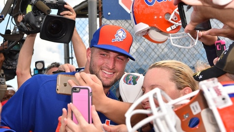 Arrested woman says she's in relationship with Tebow