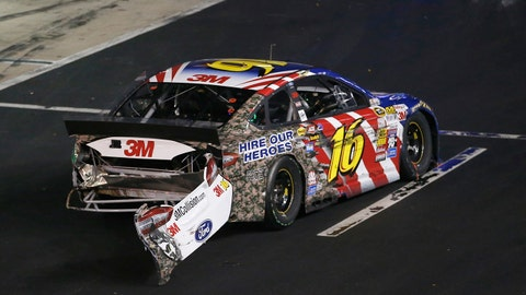 Photos: Wrecking and racing at Bristol Motor Speedway