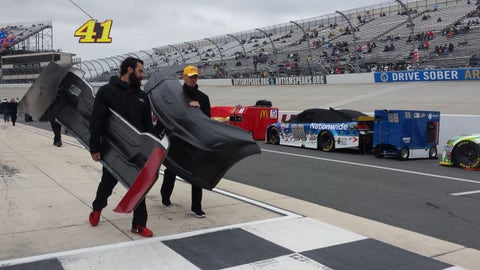 Sights & Sounds: Getting ready for the Chase cutoff at the Monster Mile