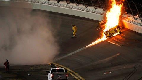 Montoya hits jet dryer at 2012 Daytona 500