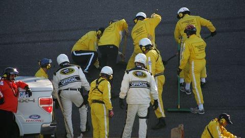 Pothole wreaks havoc on 2010 Daytona 500