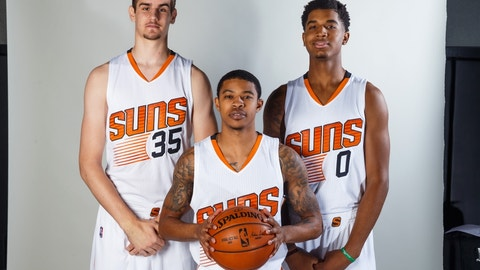 Phoenix Suns: The young guys' lack of playing time