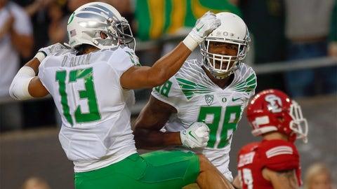 11. Oregon: White shirt, green pants