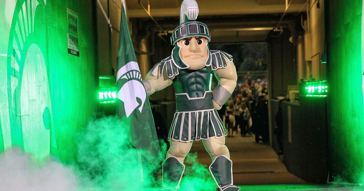Michigan State Fan Goes All Out With Christmas Lights Set