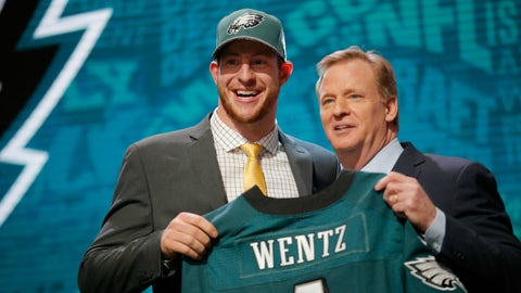 Eagles trade up to draft Carson Wentz