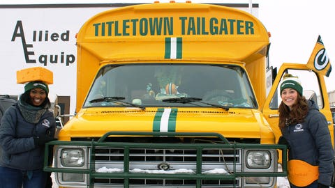 The FOX Sports Wisconsin Girls found their next car – the Titletown Tailgater.
