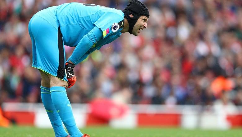 Arsenal: Petr Cech Criticises And Praises Performance