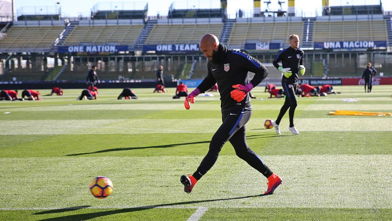 Tim Howard leaves USMNT vs. Mexico with injury