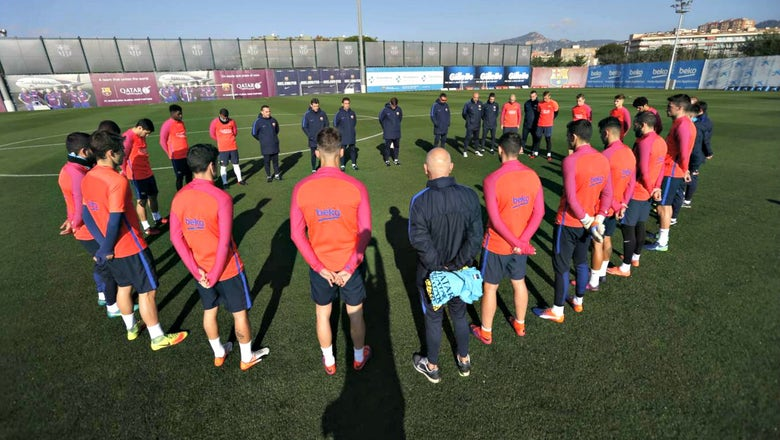 Barcelona, Real Madrid honor victims of Brazil soccer team's plane crash