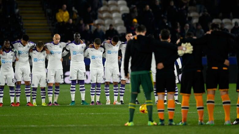 English League Cup teams honor victims of plane crash involving Chapecoense