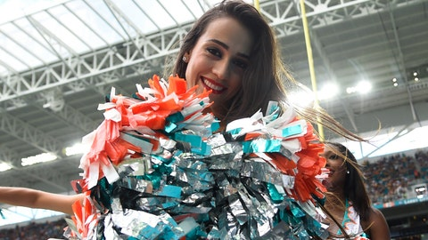 Miami Dolphins cheerleader