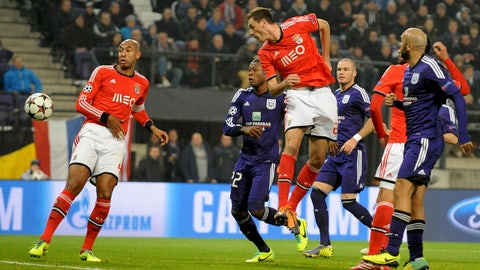 Benfica's Nemanja Matic (C) scores against Anderlecht during their Champions League group C soccer match at the Constant Vanden Stock Stadium in Brussels November 27, 2013.           REUTERS/Laurent Dubrule (BELGIUM  - Tags: SPORT SOCCER)   