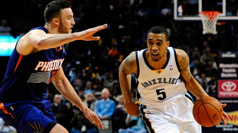 Jan 10, 2014; Memphis, TN, USA; Memphis Grizzlies shooting guard Courtney Lee (5) handles the ball against Phoenix Suns center Miles Plumlee (22) at FedExForum. Mandatory Credit: Justin Ford-USA TODAY Sports